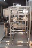 Agua mineral en botella pura del filtro de agua