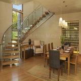 Scala curva interna di legno solido con la balaustra di vetro Tempered