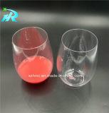 涼しくかわいい着色されたワイングラスのクリスタルガラス類