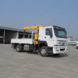 Sinotruck 4X2 5t 판매를 위한 트럭에 의하여 거치되는 기중기 트럭