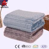極度の柔らかく明白なカラー切口のストリップのフランネルの羊毛毛布
