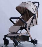 Coche de bebé de lujo del doblez del nuevo diseño con estándar europeo
