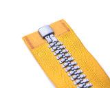 Chiusura lampo di Vislon con i denti grigi e nastro adesivo giallo di colore/il tenditore/superiore operati