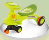 Baby-Fahrt auf Spielzeug-Auto mit Cer-Bescheinigung