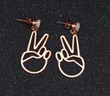 간단한 짧은 우승자 v 만드는 귀걸이 보석 티타늄 강철 로즈 금 입방 지르코니아 장식 못 귀걸이