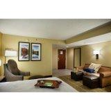 中国の純木の販売のための現代ホテルの寝室の家具の組