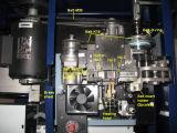 機械(KZ900L)を紐で縛るHanlu 2017のカートン