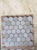 台所および金選り抜きモザイク壁のタイルの六角形のモザイクのための白いCararraのモザイク・タイル