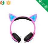 流行の猫耳白熱LEDの軽いステレオのワイヤーで縛られたヘッドセットのヘッドホーン