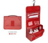 El bolso cosmético del tocador, compone el bolso
