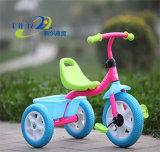 Il giro di plastica all'ingrosso sul bambino dei giocattoli scherza il triciclo