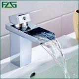 Colpetto del bacino dell'acqua del bicromato di potassio del rubinetto della stanza da bagno