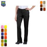 Спокойная женщин прямо участке работы износ брюки