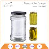 Cetriolo Pickled e vasi d'inscatolamento della verdura con la protezione
