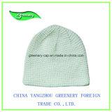 昇進の方法白く簡単な冬の帽子の帽子