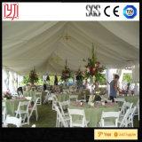 tenda del blocco per grafici di 90FT x di 30FT all'interno con la grande tenda della festa nuziale delle Tabelle