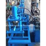 機械機械を形作る電気キャビネットの柱ロールを形作るロール