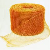 銅によって編まれる金網を押すこと