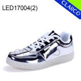 Éclairage LED instantané d'unité centrale de gosses et d'adultes vers le haut des chaussures