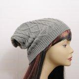 レディース秋の冬によって編まれるだらしない十字はキャップする帽子によって編まれるねじられたケーブルの帽子(HW105)を