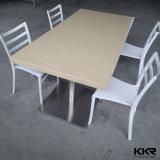 4つのシートの固体表面の上のダイニングテーブルセット