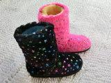 Ботинки снежка теплого славного способа зимы крытые с по-разному размерами
