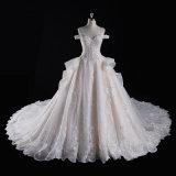 outre de l'épaule perlant la robe de mariage nuptiale de bille