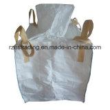 白いポリプロピレンによって編まれる大きいジャンボ袋