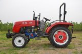 ギヤ駆動機構の耕うん機が付いているマルチ目的の農場の庭のトラクター