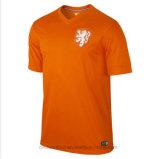 Gli sport su ordinazione raffreddano massimo asciugano la maglietta della squadra dell'uomo adatto