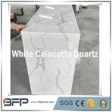 Белые слябы кварца для плиток ванной комнаты плиток пола верхних частей тщеты