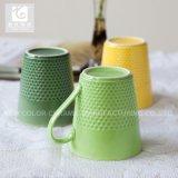 el color modificado para requisitos particulares 11oz esmaltó la taza de café de cerámica con diseño grabado