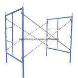 Caminata americana de la construcción a través del andamio de los marcos de /Ladder del marco del andamio