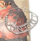 贅沢な水晶ラインストーンのハンドメイドの女王の文字の銅のチョークバルブのネックレス