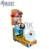 作動する子供の硬貨車のアーケードのビデオゲーム機械を運転する
