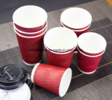 カスタム印刷のロゴの飲み物のためのプラスチックふたが付いている使い捨て可能な二重壁の段ボール紙のコーヒーカップ