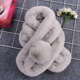 여자 고품질 호화스러운 뜨개질을 하는 토끼 모피 스카프