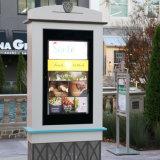 タッチ画面のキオスクを広告するショッピングモールのマルチ機能