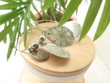 Il colore dell'argento dei monili della lega del metallo della fabbrica si intromette gli orecchini etnici di stile orientale