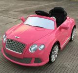 Bentley genehmigte Kind-Fahrt auf Auto-Spielzeug