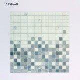 Azulejo de mosaico cuadrado blanco y gris del vidrio manchado de la pared del cuarto de baño