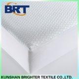 最も新しいデザインによってキルトにされる伸縮性があるベッドのマットレスのカバーかパッド
