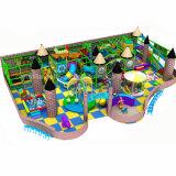 O grande equipamento da área de jogo da alameda das crianças do supermercado caçoa o campo de jogos interno