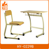 Mesa do estudante da escola e jogo simples modernos da cadeira