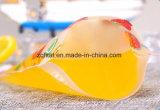 Il succo di frutta trasparente si leva in piedi in su il sacchetto con la chiusura lampo
