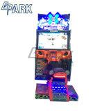 魅力的な雪の十字のカーレースのゲーム・マシン