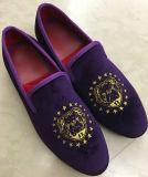 Zapatos ocasionales planos inferiores rojos hechos a mano de los holgazanes del deslizador púrpura del bordado