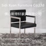 Armrestの余暇の椅子が付いている現代家具のステンレス鋼フレームの革食事の椅子