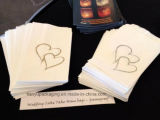 Sobremesa do chuveiro do convidado da recepção dos sacos do bolo do papel do casamento