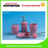 Conjunto de acessórios de banheiro de cerâmica rosa promocional 4PCS com bomba de dispensador de sabão